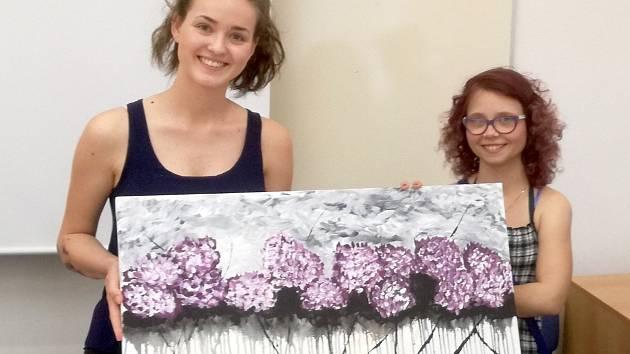 Studenti gymnázia, střední pedagogické školy a obchodní akademie pomáhají nemocné dívce Nelle. Za peníze ze sbírky koupili obraz, který namalovala.