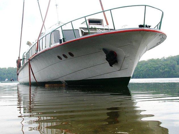 Hydrobus Dyje stále nemůže vozit pasažéry po vranovské přehradě.