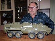 František Klíč z Boskovic sbírá historickou vojenskou techniku a staré motocykly.