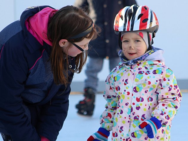Ukončení provozu na kluzišti v centru města spojilo Znojmo s dětským karnevalem na bruslích.