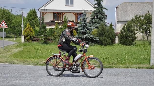 Největší kulturní a sportovní akcí ve vsi je sraz mopedistů.