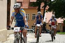 V neděli proběhl již sedmnáctý ročník závodu horských kol Velká cena města Znojma, který pořádá Cyklo klub Kučera za podpory města Znojma. Velmi teplé letní počasí přilákalo sto patnáct účastníků.