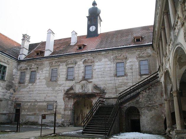 Chátrající zámek v Uherčicích - ilustrační foto.