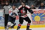 Hokejoví Orli (v černém) podlehli v úvodním přípravném duelu Vítkovicím 3:7. Další zápas čeká Orly ve čtvrtek.