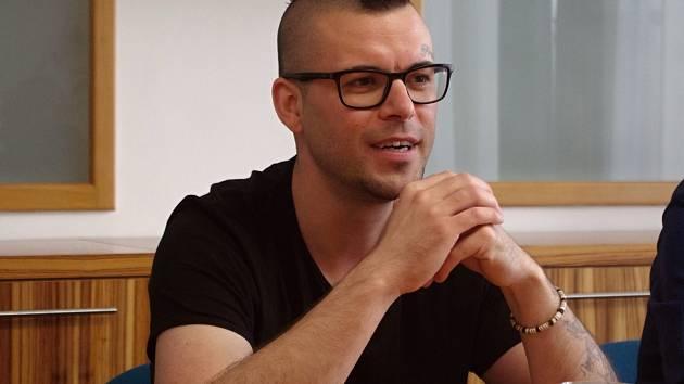 Znojmo spouští další projekt na podporu nadaných dětí. Jeho tváří se stal rapper Neny.