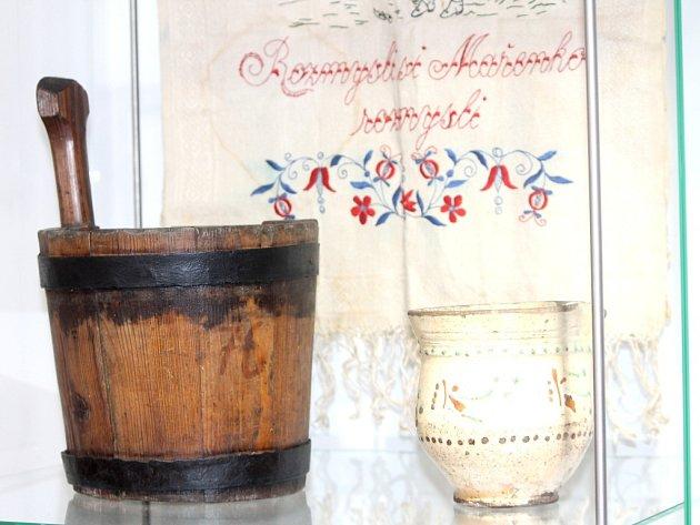 Nejen vybavení kuchyně našich předků, ale i vémyslický kroj jsou k videní na nové výstavě, kterou uspořádalo v minoritském klášteře Jihomoravské muzeum ve Znojmě.