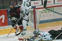 Znojemští hokejisté nedokázali překonat mladoboleslavského brankáře Marka Schwarze a v souboji předposledného týmu extraligy s posledním prohráli 0:1.