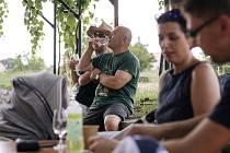 V sobotu se v Hrádku uskutečnil nultý ročník otevřených sklepů. Lidem nejvíce chutnaly sladší vzorky, Muškát moravský nebo Pálava.