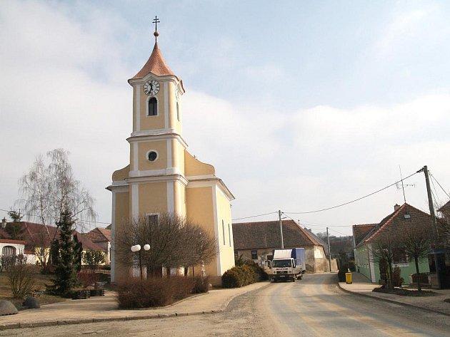 Dominantou Korolup je opravený kostel sv. Vavřince.