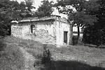 Popická kaple (historická fotografie z roku 1982).