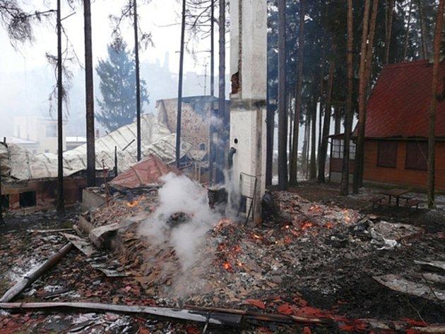 Po druhém požáru chaty zůstala pouze přízemní zděná konstrukce
