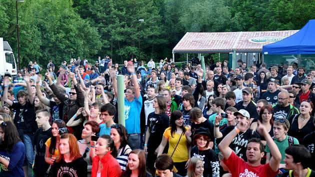 Letošní hudební festival Vrabčák je minulostí. V moravskokrumlovském Vrabčím hájku bavil přes dva tisíce posluchačů.
