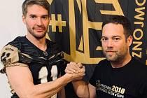 Hvězdnou posilu zlanařil klub amerického fotbalu Znojmo Knights. Do svých řad přivedl jednu z největších osobností české historie tohoto sportu, bývalého kapitána reprezentace a šestinásobného nejlepšího hráče české nejvyšší soutěže Jana Dundáčka.