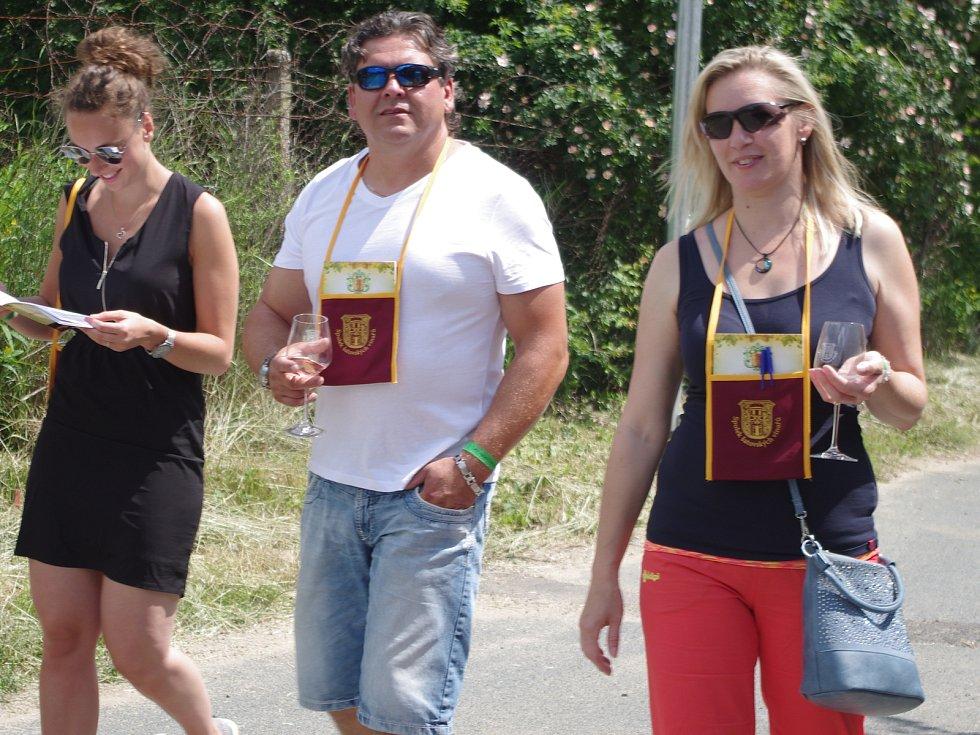 Třiadvacet otevřených sklepů v Šatově lákalo v sobotu stovky přátel dobrých vín.