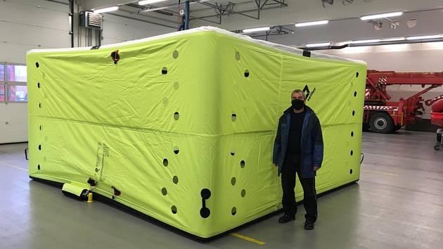 Radnice dala znojemským hasičům 400 tisíc, koupili seskokovou matraci a laser