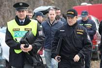 Stovka policistů a hasičů pročesávala les Purkrábka nedaleko Suchohrdel u Znojma. Pátrali po pohřesovaném myslivci. Šlo o tematické cvičení složek IZS.