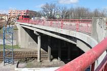 Oprava dvojice mostů komplikuje dopravu ve směru od Brna do centra Znojma.