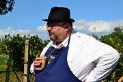Spolek přátel Hroznové kozy podlé dávné vinařské tradice uzavřel vinohrady.