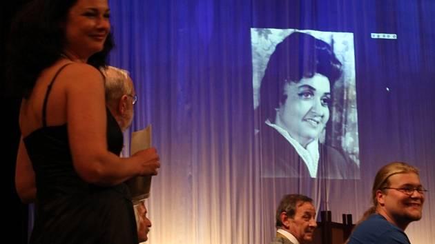 Ochotníci ze znojemského divadelního spolku Rotunda oslavili padesátiny spolku.