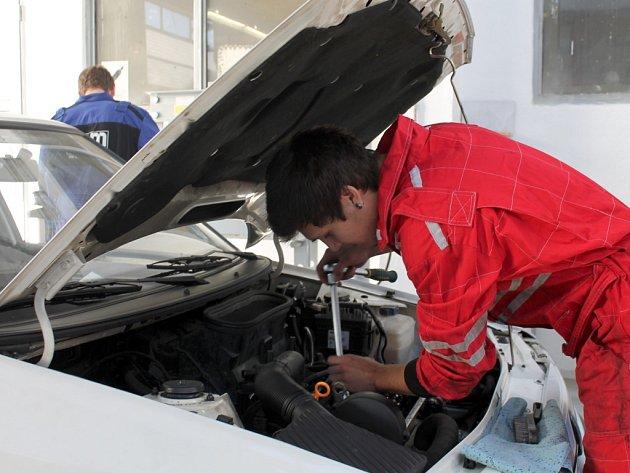 Budoucí automechanici, kteří se učí ve středním odborném učilišti na Přímětické ulici ve Znojmě, se budou připravovat na svoji profesi v nových prostorách.