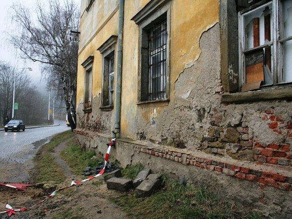 Chátrající zámek vMoravském Krumlově
