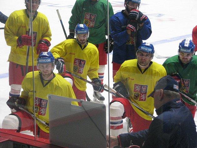 I s prvními posilami z NHL nastoupila česká hokejová reprezentace na led Znojma.