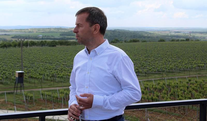 Slavnostní otevření nového sídla Vinařství Lahofer. Na snímku ředitel vinařství Petr Chaloupecký.