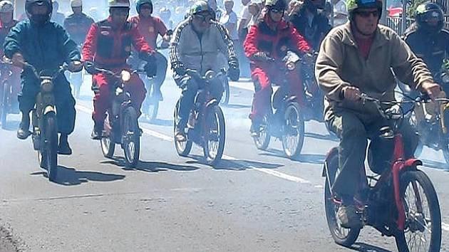 Setkání mopedistů v Dobšicích
