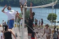 Volejbalové klání smíšených dvojic v rámci Vranovského léta