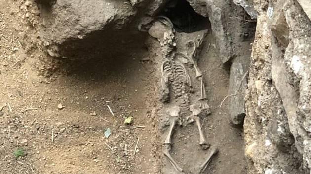 Našli pohřbené novorozeně. Archeologové odkryli nejstarší část Louckého kláštera