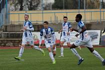 Znojemští fotbalisté (v modrém) se chystají na další sezonu. Zatím pouze s českými hráči.