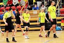 Znojemští extraligoví korfbalisté (ve žlutém) pilují formu na novou sezonu.