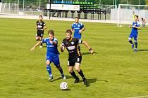 Fotbalisté Znojma (v černémú nestačili v neděli na Uničov. Na jeho hřišti prohráli 2:6.