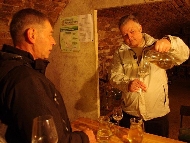Jaroslavičtí vinaři poprvé otevřeli své sklepy v zimě. Přišlo na tři sta návštěvníků.