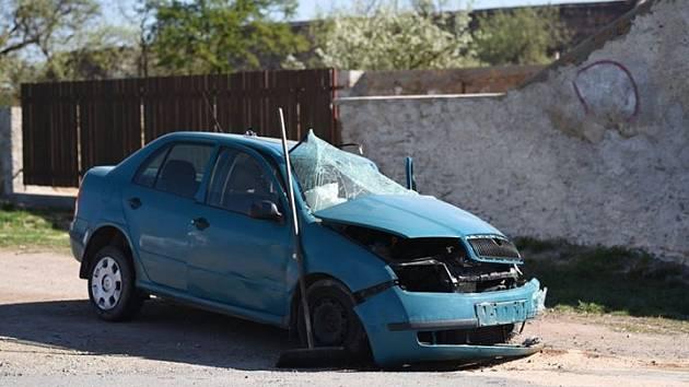 Ke srážce nákladního a osobního auta došlo v Citonicích na Znojemsku.