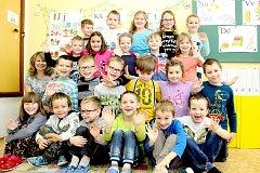 Žáci 1. třídy ze Základní školy Božice s třídní učitelkou Ladou Glacovou.