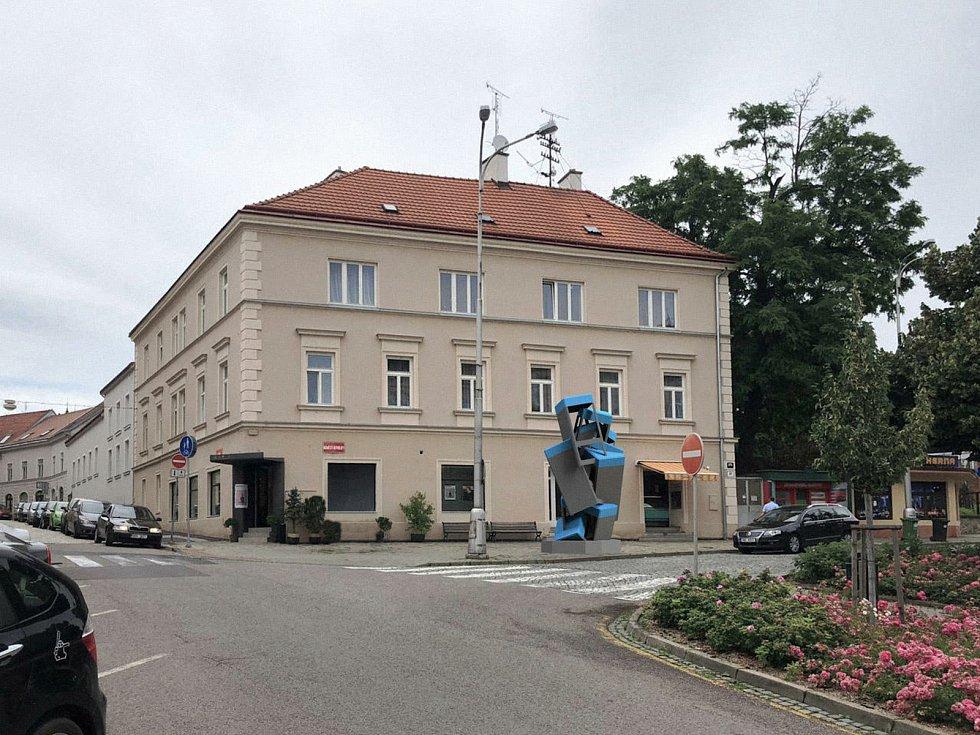 Takto by měla vypadat socha před galerií GaP ve Znojmě.