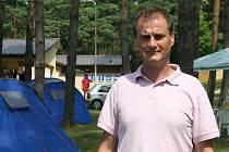 Pavel Svoboda je jak jednatelem firmy, provozující kemp na vranovské pláži, tak jeho ředitelem.