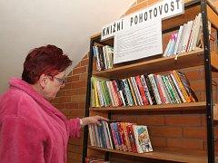 Knižní pohotovost. To je novinka v Nemocnici Znojmo. Knihy si zdarma může půjčit kdokoli.