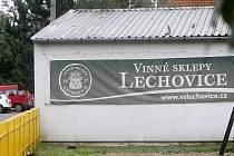 Firma Vinné sklepy Lechovice vyrábí své víno v podniku v Boroticích. Tam také sídlí.