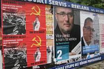 Plakáty proti Martě Bayerové