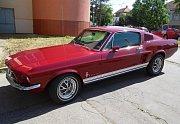 Dva zájemci se ve středu utkali ve znojemské dražbě finančního úřadu o elegantní Ford Mustang z roku 1967.