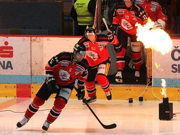 Znojemští hokejisté (v červeném) - ilustrační foto.