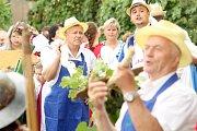 Slavnost Zarážení hory zažili v sobotu už potřetí obyvatelé Tasovic a pořáající Spolek vinařů svatého Klementa. Všude bylo plno vína, krojů a moravských písniček.