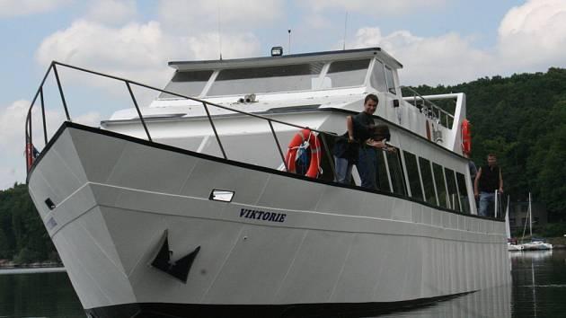 Pouť lodi Viktorie z Pohořelic na hladinu Vranovské přehrady.