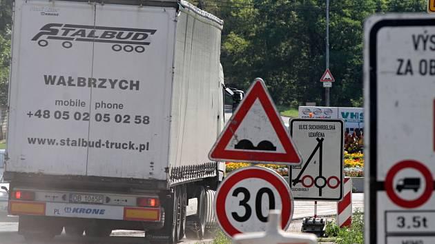 Dopravu na okraji Znojma komplikují uzavírky. Aktuálně je až do 24. srpna uzavřena ulice Družstevní.