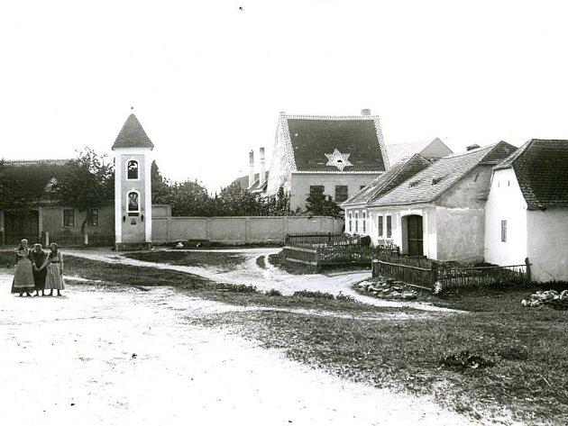 Místní část Oblekovic - Bohumilice na historickém snímku zarchvivu Jihomoravského muzea ve Znojmě.