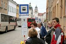 Stavba nového terminálu přesunula zastávky autobusů dočasně na ulice Rudoleckého a Lidická.
