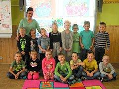Žáci 1. třídy ze Základní školy Hevlín s paní učitelkou Petrou Dohnalovou.