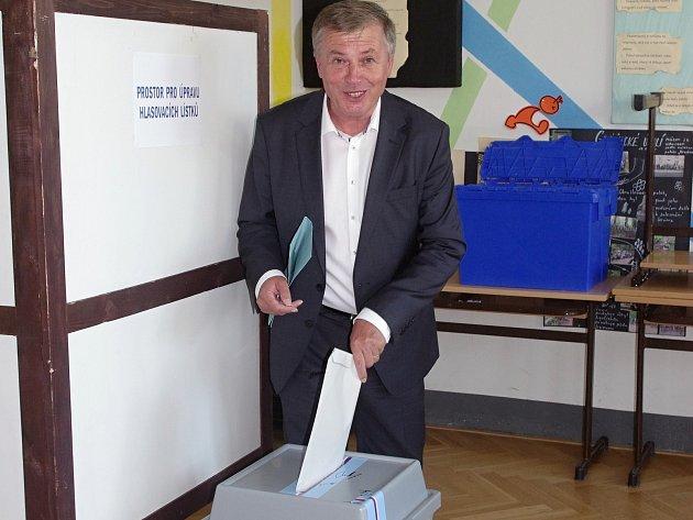 Vposlední hodině voleb přišel svůj hlas odevzdat ilídr hnutí ANO, jednoho zfavoritů voleb ve městě, místostarosta Jan Blaha.
